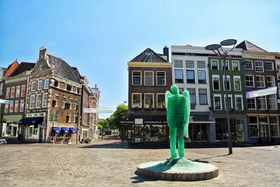 De Glazen Engel op de Grote Markt in Zwolle, Nederland