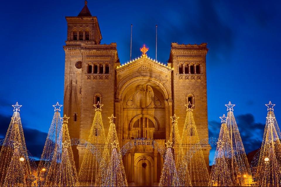 Parochiekerk in Birzebbuga, Malta tijdens kerst