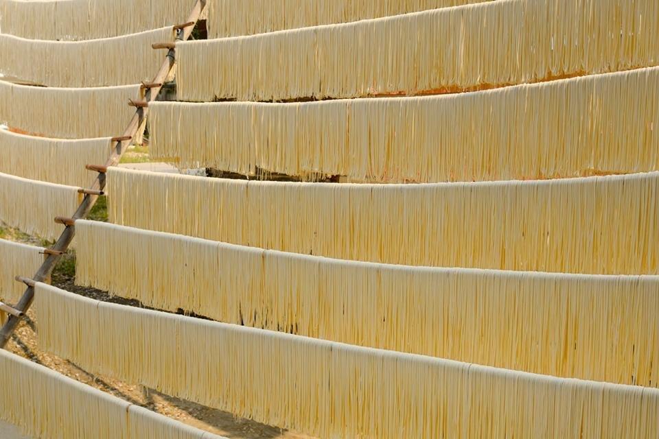 Drogende noodles, China