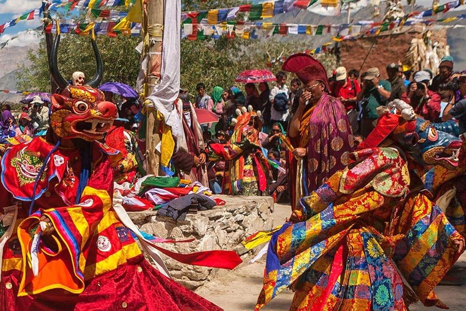 Traditionele dans tijdens het Phyang Tsedup Festival in India