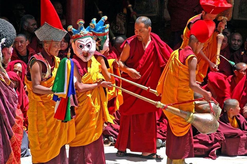 Tibetaanse cham maskerdans, tijdens het Phyang Tsedup Festival in India