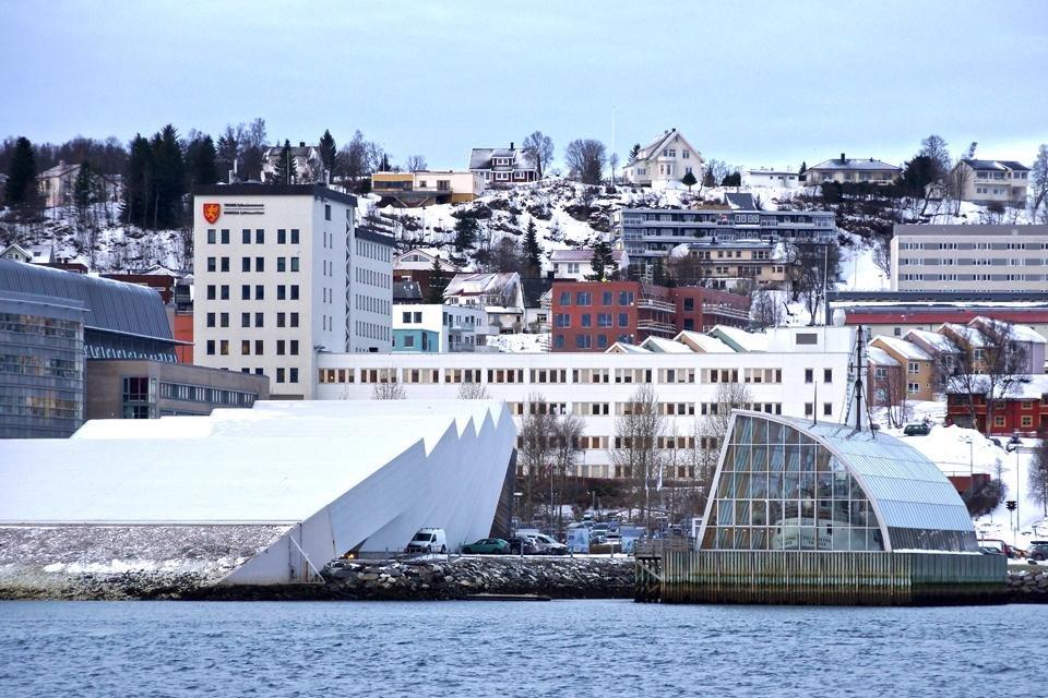Uitzicht op het Polaria-museum in Tromsø | foto door Peter van de Wiel