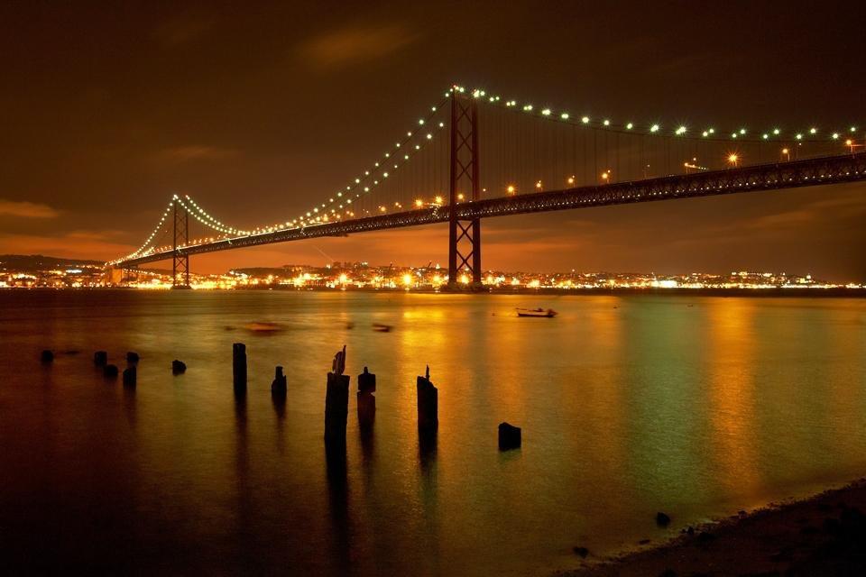 Brug Ponte 25 de Abril, Lissabon, Portugal