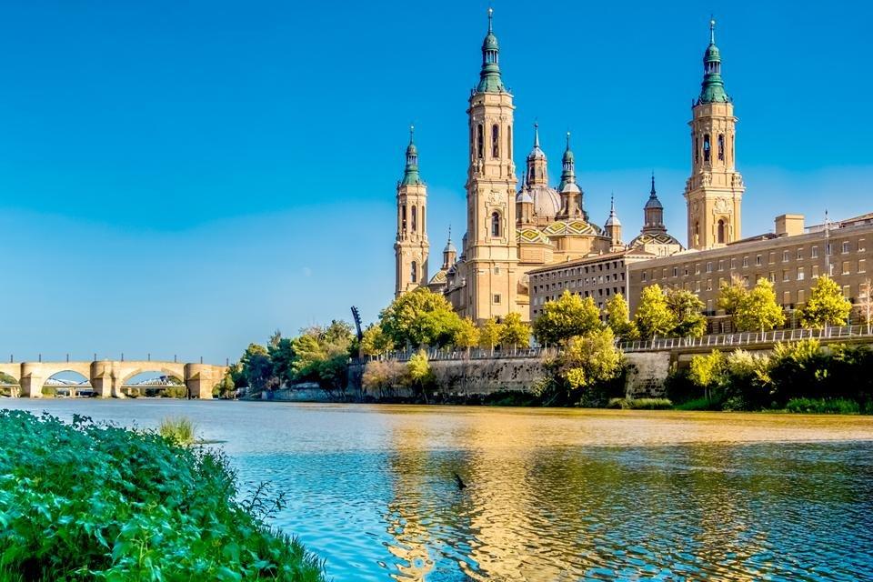 Zicht op de kathedraal van Zaragoza, Spanje
