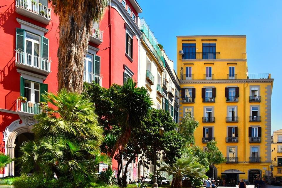 Palazzi in de wijk Chaia, Napels, Italië