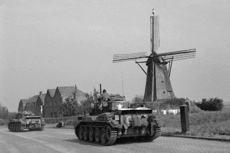 Hell's Highway richting Nijmegen | collectie The Imperial War Museums