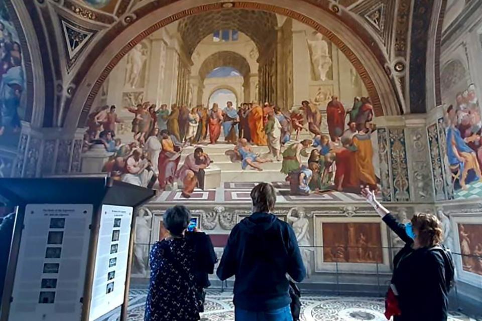 Reisleidster Diane bij de stanze van Rafaël in de Vaticaanse musea, Rome, Italië