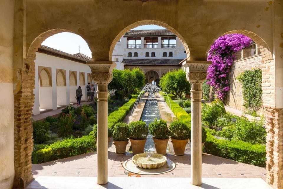 De tuinen van de Generalife in het Alhambra in Granada, Spanje