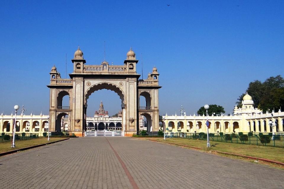 Toegangspoort van het paleis van Mysore in India